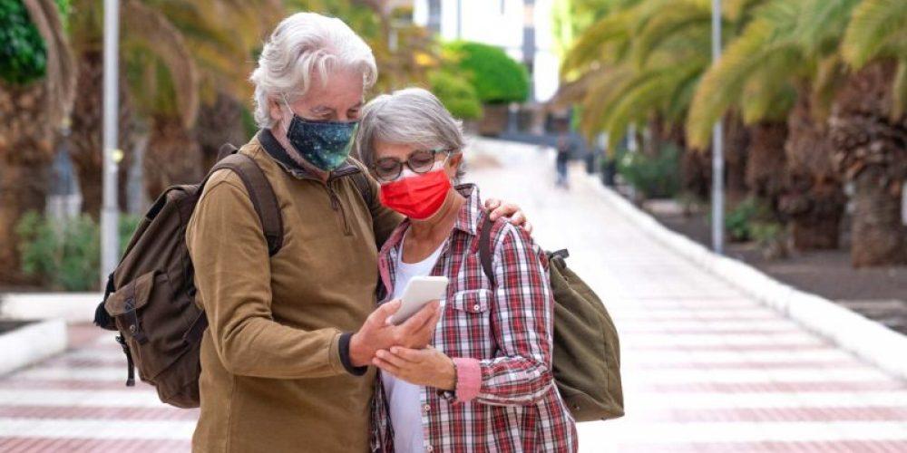 https://sauerland-busreisen.de/wp-content/uploads/2021/05/coronavirus-couple-of-senior-travelers-looking-sma-J5GUEEK-e1621338112569.jpg